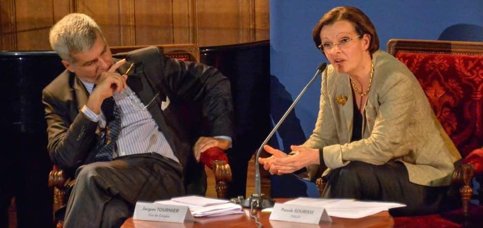 """Colloque sur """"Les industries de défense face aux enjeux internationaux"""", à Paris 1 Panthéon-Sorbonne, le 16 décembre 2015, organisé par la Chaire Economie de Défense et le Ministère de la défense"""